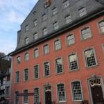 Das Rote Haus in Monschau von der Laufenstraße aus ?